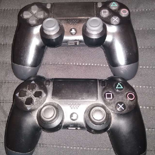 PS4 CONTROLLERS SONY