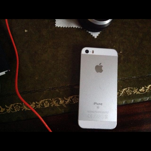 I phone se - Other Accessories (Poor) - Gameflip