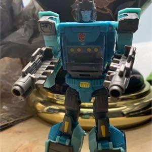 Transformers Generations Titans Return Deluxe Sergeant Kup and Flintlock Wave 4
