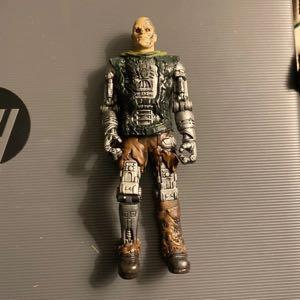"2009 Battle Damaged T-600 5"" Playmates Toys Action Figure Terminator Salvation"