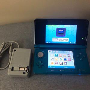 Nintendo 3DS W/ Pokémon Silver & Pokémon Yellow