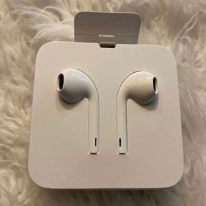 NEW Original Apple EarPods For iPhone