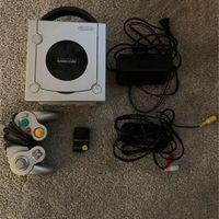 Grey GameCube w/ accessories