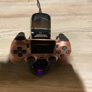 1 PS4 controller with dual charging station