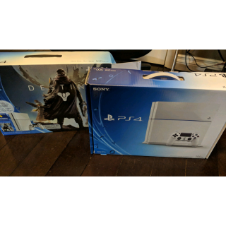 Playstation 4 1TB White used but in MINT Condition <3