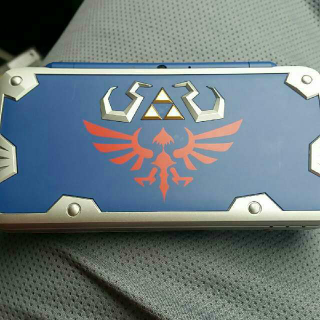 2DS XL Hylian Shield Edition